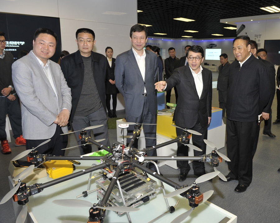 肖盛峰在高新区调研时指出:高新区要成为国家自主创新示范区的核...