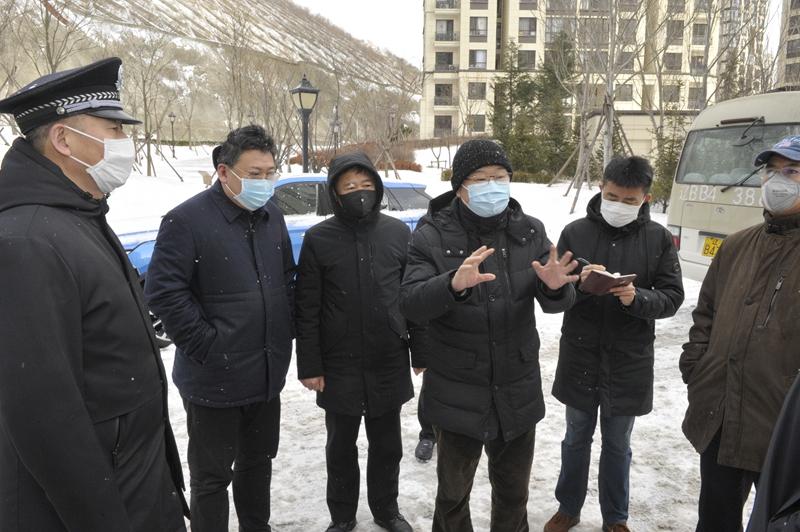 曾波到龙王塘街道检查疫情防控工作落实情况
